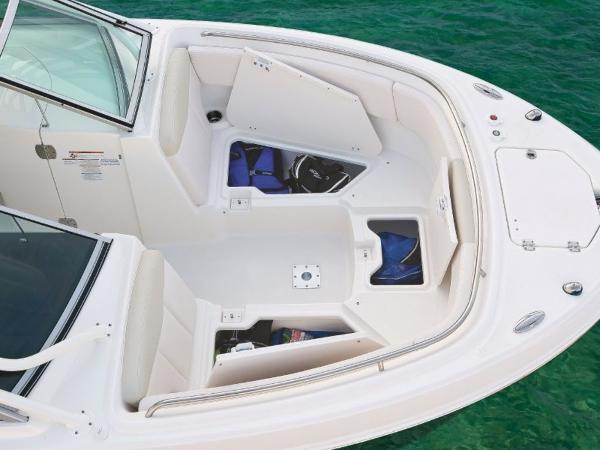 2020 Robalo boat for sale, model of the boat is R247 & Image # 13 of 28
