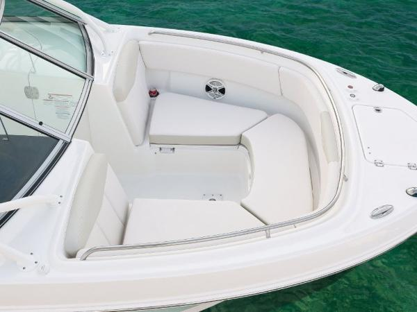 2020 Robalo boat for sale, model of the boat is R247 & Image # 14 of 28