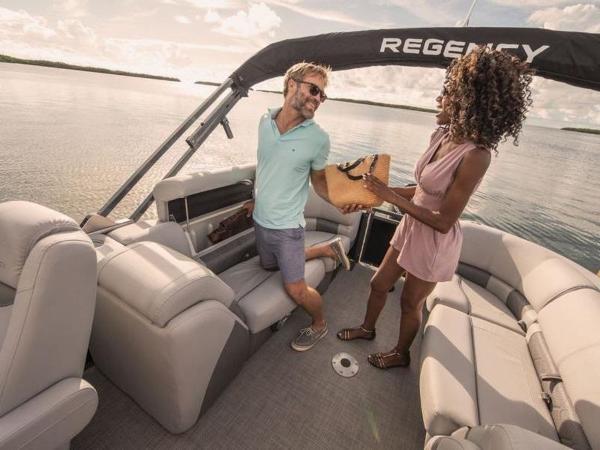 2020 Regency boat for sale, model of the boat is 230 LE3 & Image # 21 of 55