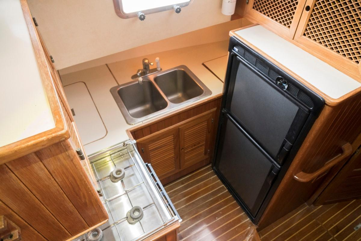 Custom 42 Taiwan Overseas - Galley