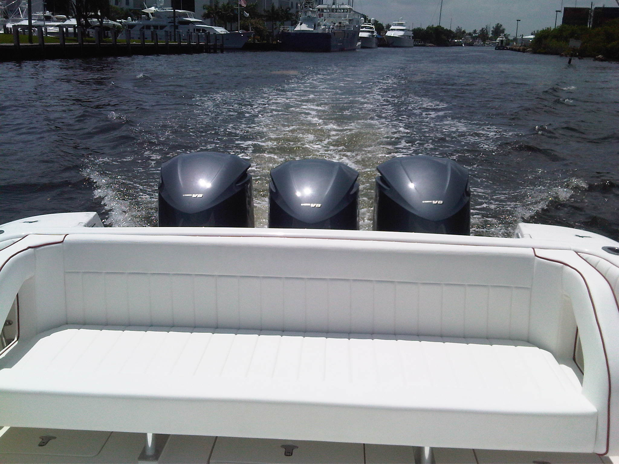 Stern & Triple YAMAHA Engines