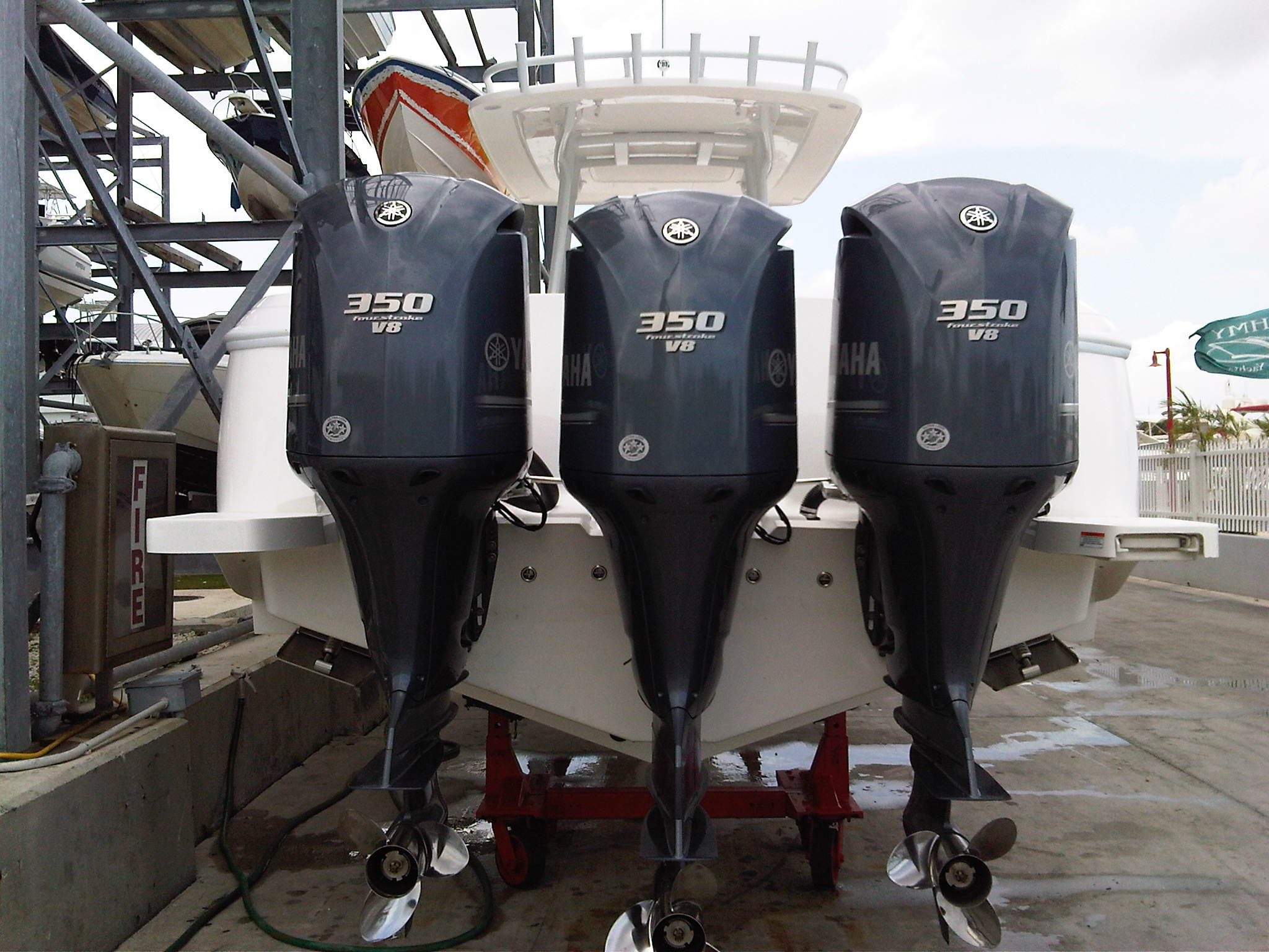 Triple YAMAHA 4S 350Hp