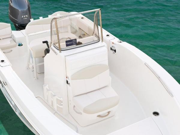 2020 Robalo boat for sale, model of the boat is R180 & Image # 7 of 16