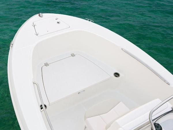 2020 Robalo boat for sale, model of the boat is R180 & Image # 8 of 16