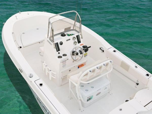 2020 Robalo boat for sale, model of the boat is R180 & Image # 12 of 16