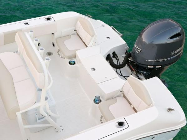 2020 Robalo boat for sale, model of the boat is R180 & Image # 14 of 16