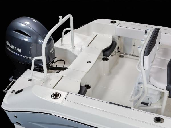 2020 Robalo boat for sale, model of the boat is R200 & Image # 6 of 18