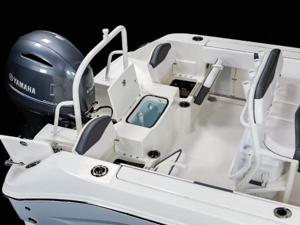 2020 Robalo boat for sale, model of the boat is R200 & Image # 7 of 18