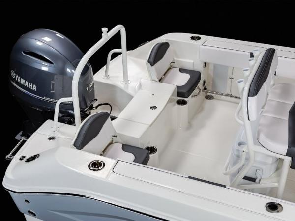 2020 Robalo boat for sale, model of the boat is R200 & Image # 9 of 18