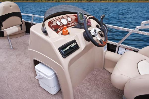 2013 Sun Tracker boat for sale, model of the boat is Fishin' Barge 22 DLX & Image # 39 of 44