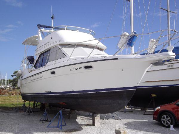 Bayliner 3587 Motoryacht AFT CABIN Motor Yachts. Listing Number: M-3804414