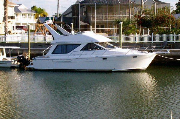 Bayliner - 3988 Command Bridge Motoryacht Motor Yachts
