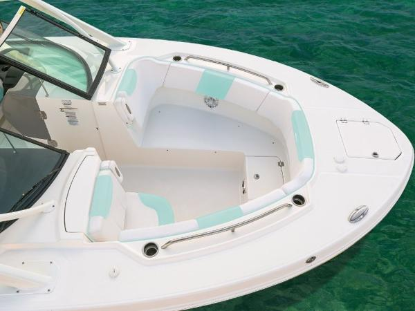 2020 Robalo boat for sale, model of the boat is R317 & Image # 2 of 39