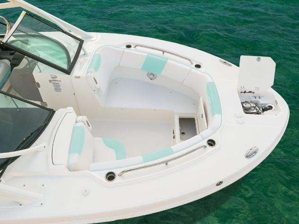 2020 Robalo boat for sale, model of the boat is R317 & Image # 5 of 39