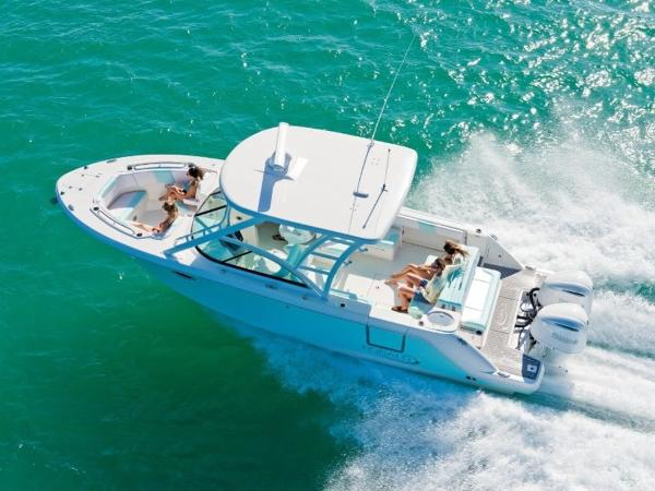 2020 Robalo boat for sale, model of the boat is R317 & Image # 6 of 39