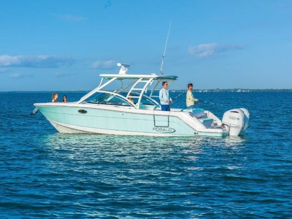 2020 Robalo boat for sale, model of the boat is R317 & Image # 7 of 39