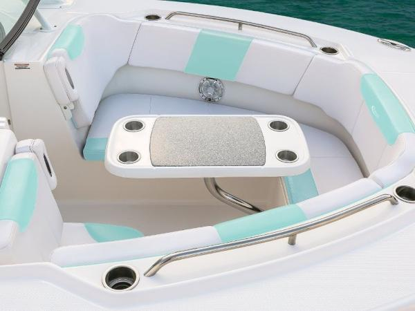 2020 Robalo boat for sale, model of the boat is R317 & Image # 9 of 39