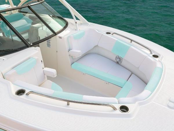 2020 Robalo boat for sale, model of the boat is R317 & Image # 12 of 39