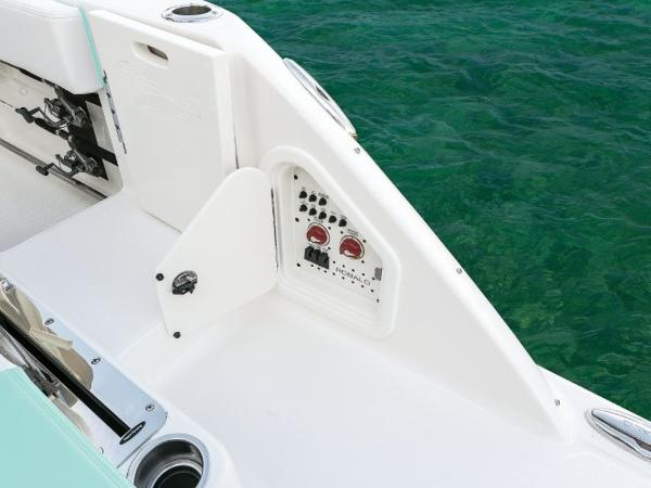 2020 Robalo boat for sale, model of the boat is R317 & Image # 14 of 39