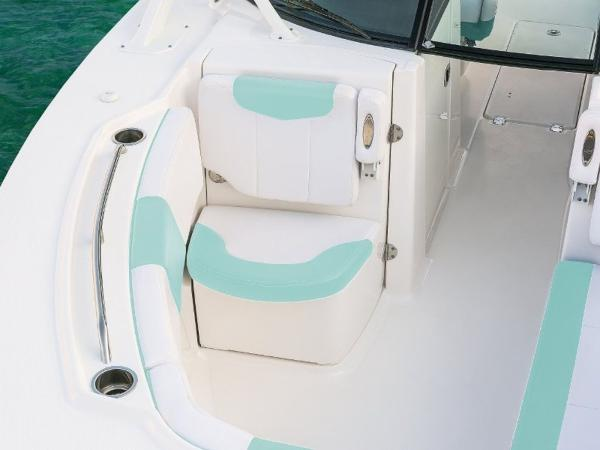 2020 Robalo boat for sale, model of the boat is R317 & Image # 15 of 39