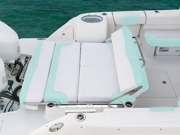 2020 Robalo boat for sale, model of the boat is R317 & Image # 18 of 39