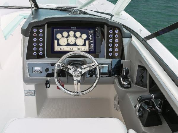 2020 Robalo boat for sale, model of the boat is R317 & Image # 20 of 39