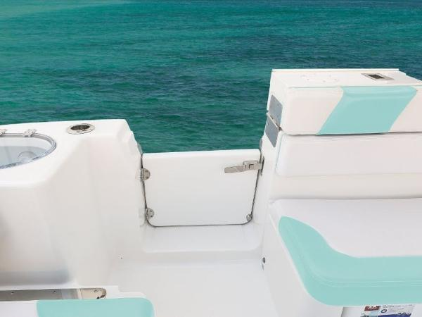 2020 Robalo boat for sale, model of the boat is R317 & Image # 21 of 39