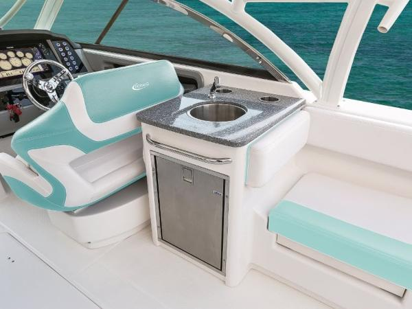 2020 Robalo boat for sale, model of the boat is R317 & Image # 32 of 39