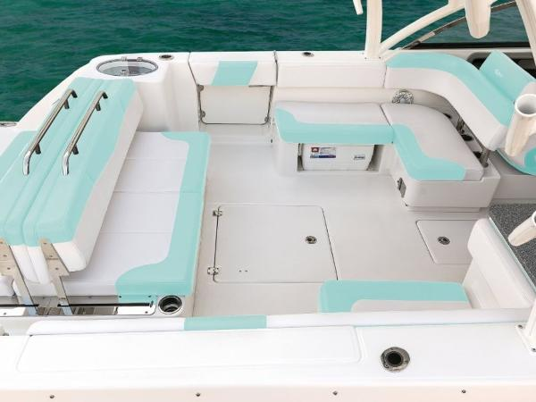 2020 Robalo boat for sale, model of the boat is R317 & Image # 34 of 39
