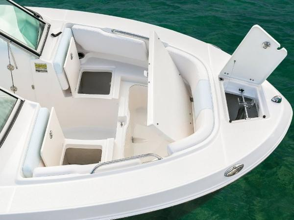 2020 Robalo boat for sale, model of the boat is R207 & Image # 8 of 21