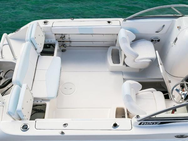 2020 Robalo boat for sale, model of the boat is R207 & Image # 10 of 21