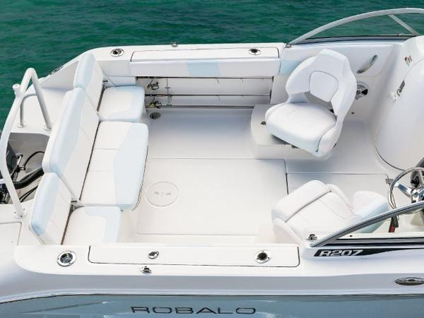 2020 Robalo boat for sale, model of the boat is R207 & Image # 11 of 21