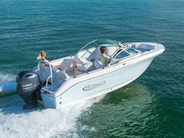 2020 Robalo boat for sale, model of the boat is R207 & Image # 12 of 21