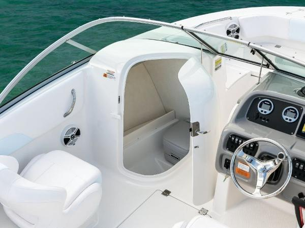 2020 Robalo boat for sale, model of the boat is R207 & Image # 17 of 21
