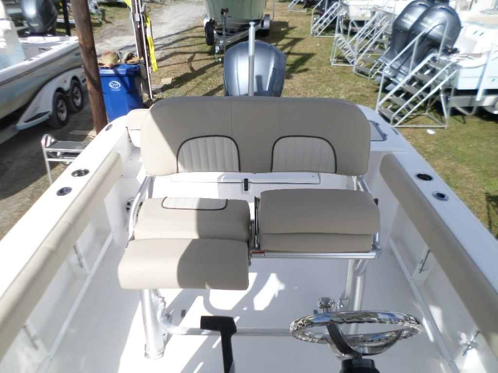 New  2018 24.33' Sea Fox 248 Commander Center Console in Slidell, Louisiana