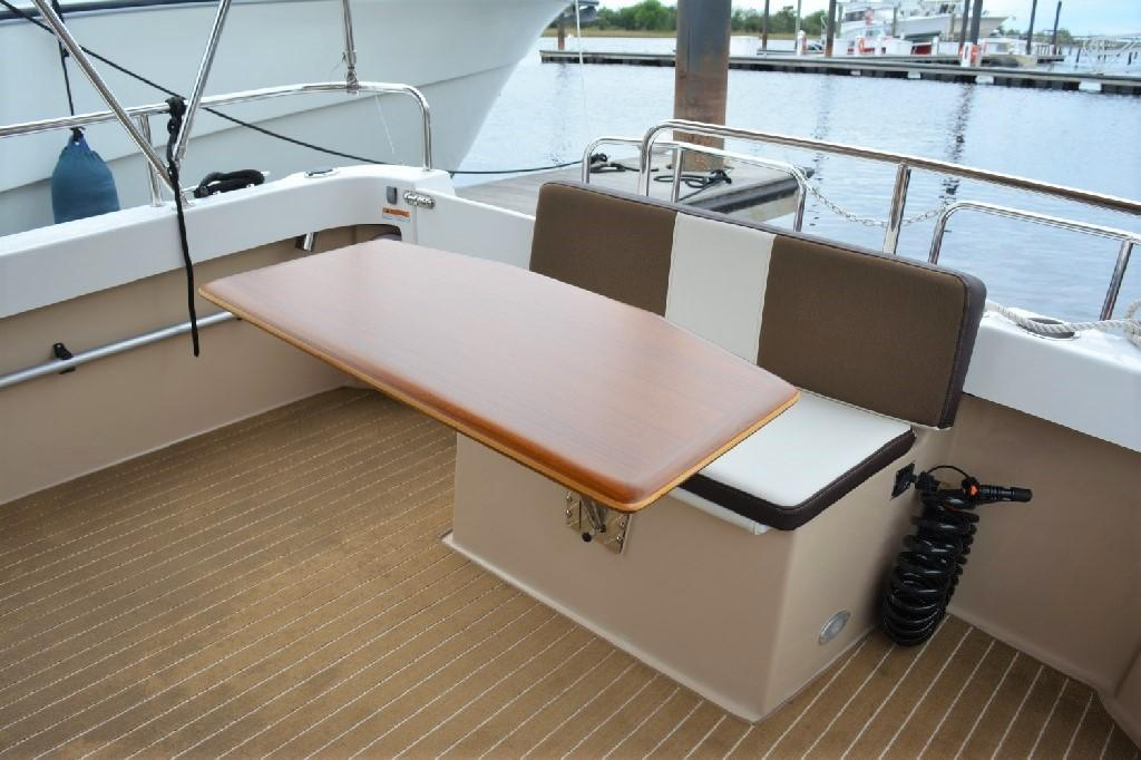 Ranger Tugs R-25 SC - Cockpit Table and Seating