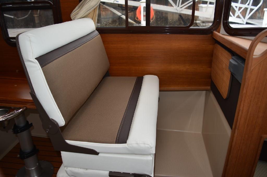 Ranger Tugs R-25 SC - Portside Seating