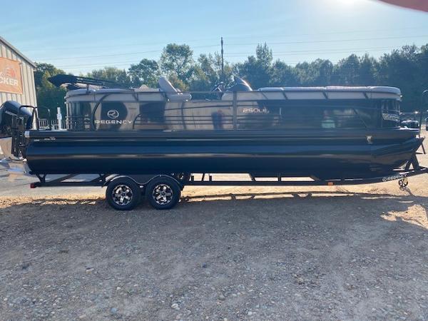 2019 Regency boat for sale, model of the boat is 250 LE3 & Image # 6 of 16