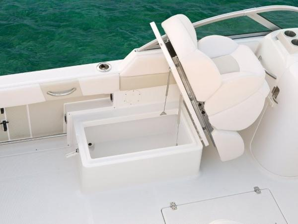 2020 Robalo boat for sale, model of the boat is R227 & Image # 12 of 20