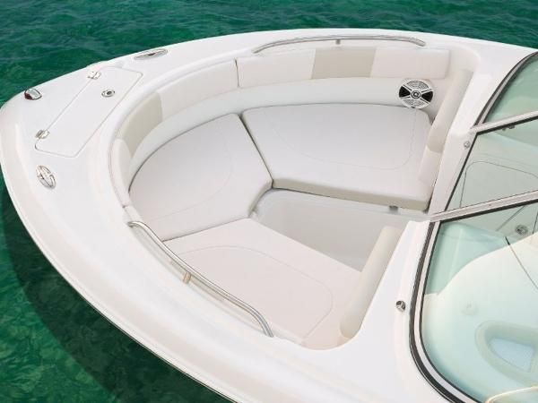 2020 Robalo boat for sale, model of the boat is R227 & Image # 13 of 20