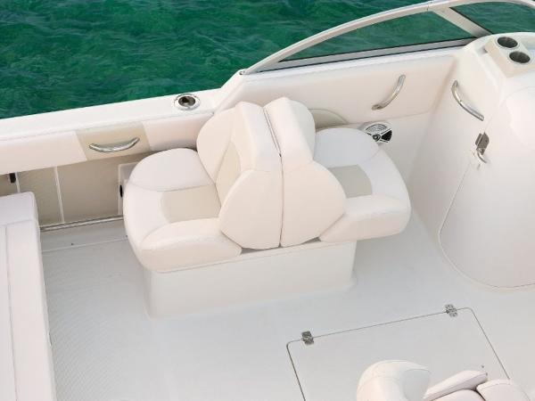 2020 Robalo boat for sale, model of the boat is R227 & Image # 17 of 20
