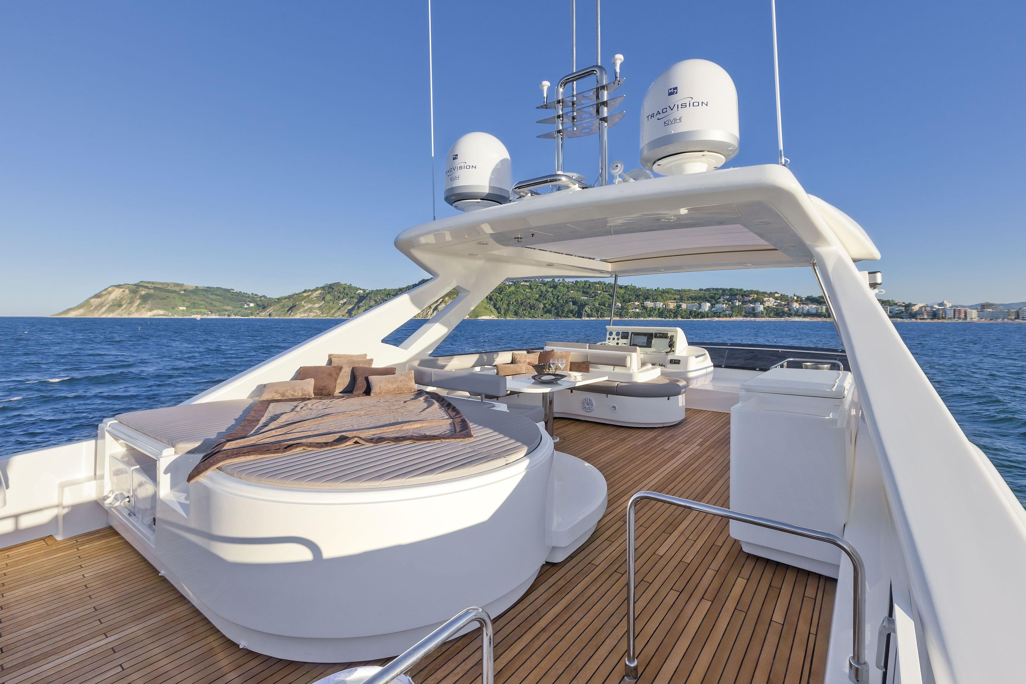 Manufacturer Provided Image: Ferretti 870 Flybridge