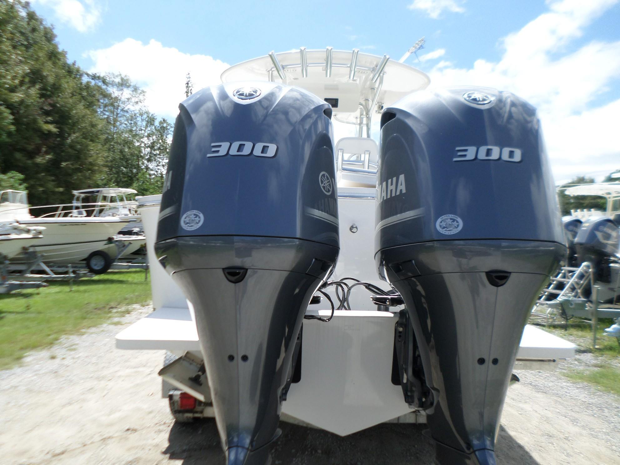 New  2018 27.67' Regulator 28 Center Console in Slidell, Louisiana