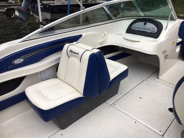 2010 Sea Ray boat for sale, model of the boat is 205 Sport & Image # 3 of 10