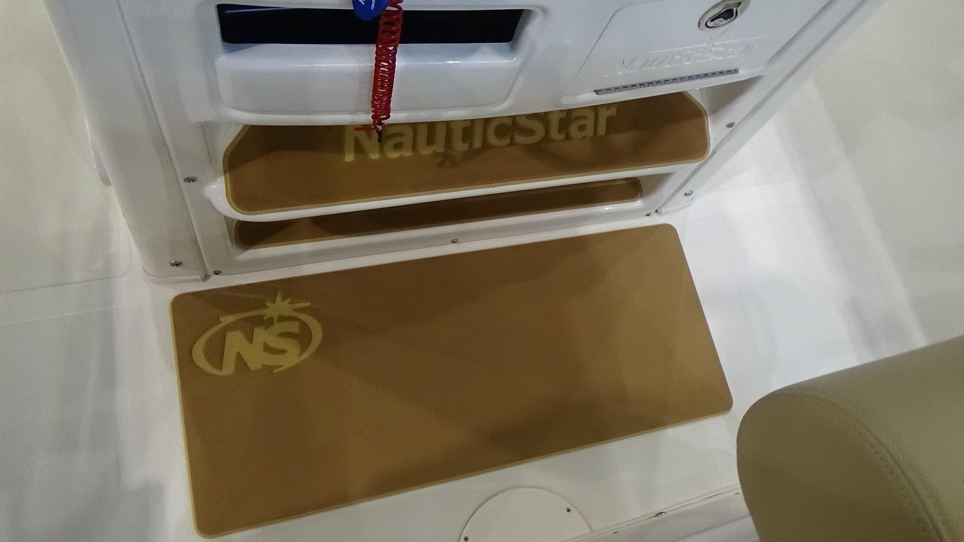 NauticStar2500XS