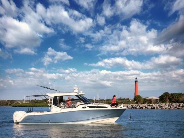 2020 Boston Whaler boat for sale, model of the boat is 325 Conquest & Image # 5 of 11