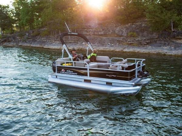 2020 Sun Tracker boat for sale, model of the boat is BASS BUGGY® 16 DLX & Image # 1 of 39