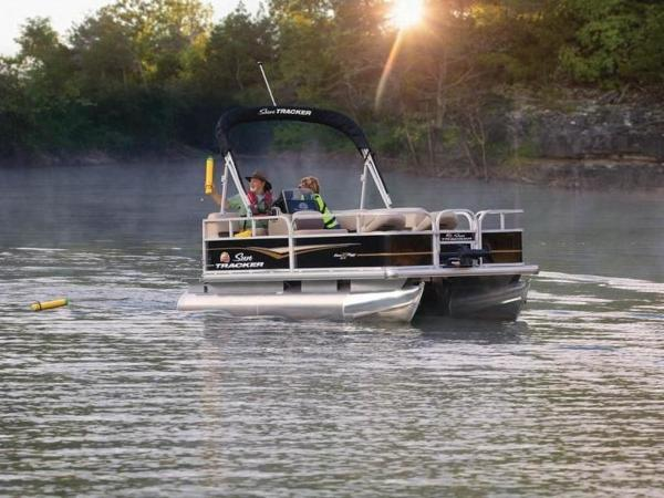 2020 Sun Tracker boat for sale, model of the boat is BASS BUGGY® 16 DLX & Image # 2 of 39