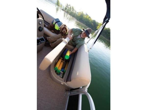 2020 Sun Tracker boat for sale, model of the boat is BASS BUGGY® 16 DLX & Image # 15 of 39