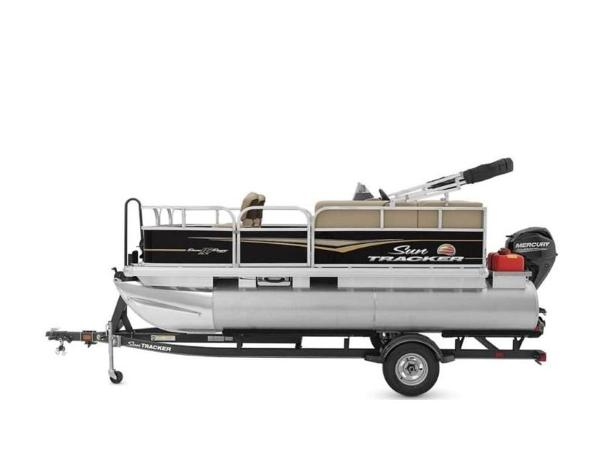 2020 Sun Tracker boat for sale, model of the boat is BASS BUGGY® 16 DLX & Image # 19 of 39